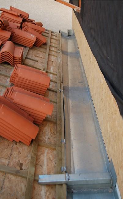 couverture en tuiles mécaniques avec chéneaux encaissé en zinc